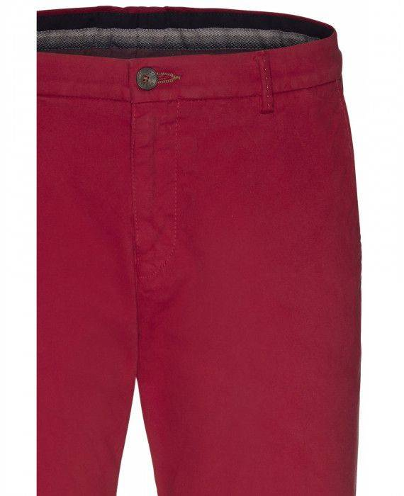 Chino in Rot