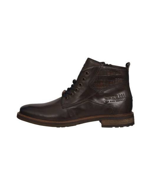 Lace-up boots in brown
